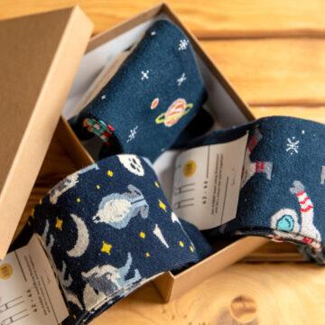Socken Box: Der Astronaut, der mit dem Wolf tanzt.